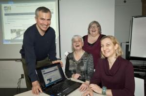 Les concepteurs du site, Luc Delourmeau et Anne Pelletier (à l'avant)  Huguette Roussel , présidente du RUTAC (au centre) et Lucie Jacob (centre arrière), coordonnatrice du RUTAC